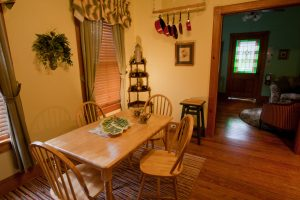 Victoria's Cottage - Dining Area