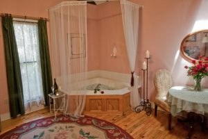 Honeymoon Cottage Jacuzzi
